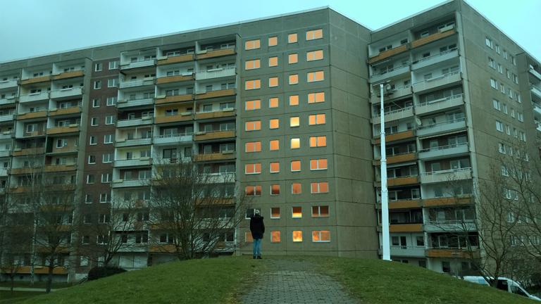Looking at the window, Foto: Studio Urbanistan